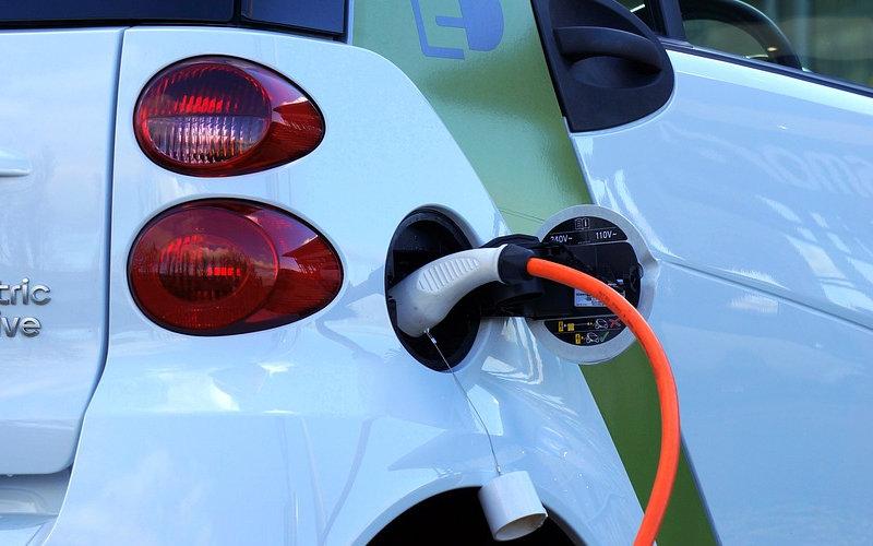 I lampioni che ricaricano le auto elettriche
